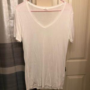 White shirt sleeve shirt